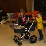 En als iedereen opruimt, zorgen neef en nichtje voor Colette. Het zijn babysit-natuurtalenten.